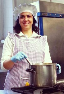 La cuoca Carmela al lavoro
